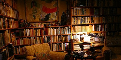 Bookshelves of Halldór Laxness, © Qtea, Creative Commons Attribution License